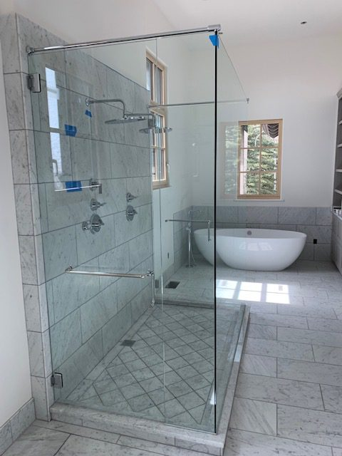 shower and mirrors 18 e1555080648841